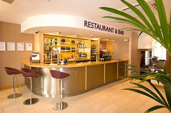 Premier Inn London Kensington (Olympia) Hotel: Bar
