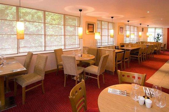 Premier Inn London Kensington (Olympia) Hotel: Restaurant
