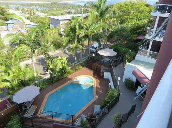 Bali Hai Apartments Noosa: View of pool from balcony