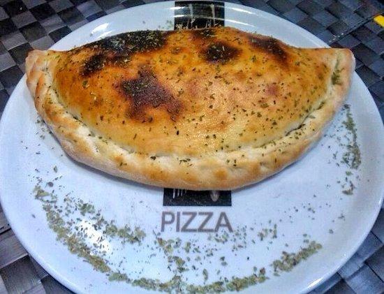 Restaurante Pizzería Tito´s: Nuestro Calzone. Pizzerias en Alicante. Tito´s
