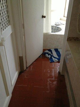 Punta Serena: el agua del baño salia por todos lados.