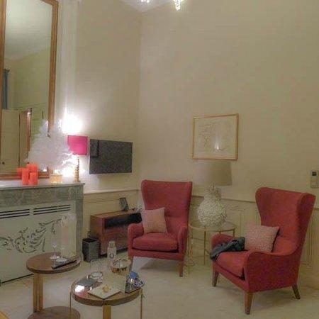 La Maison d'Uzes: The sitting area of our suite.