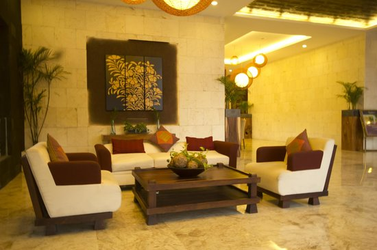 Serela Kuta : Lobby Sofa