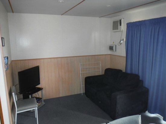 Discovery Parks - Hadspen: Hadspen Standard Cabin Mainroom 2