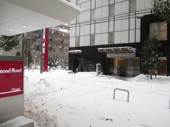 Richmond Hotel Utsunomiya Ekimae: 本館とアネックス間 雪かきしてね