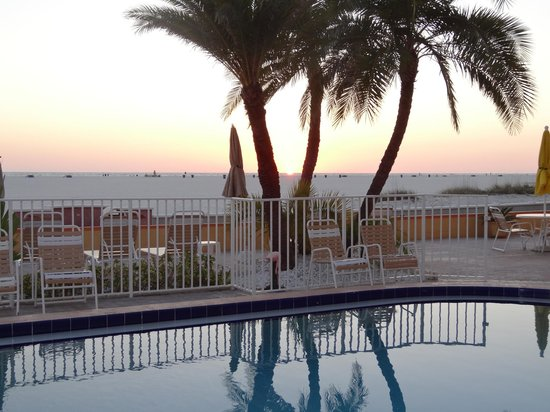 Page Terrace Beachfront Hotel: Beautiful sunsets ...every night