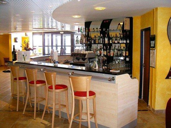 Holiday Inn Express Grenoble - Bernin : Bar and Lounge