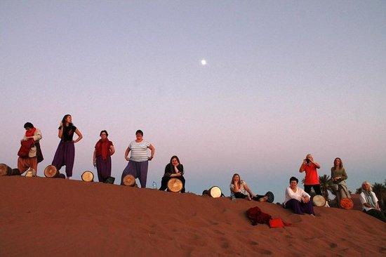 Dar Sidi Bounou : Drumming on the Mad Nomad dune