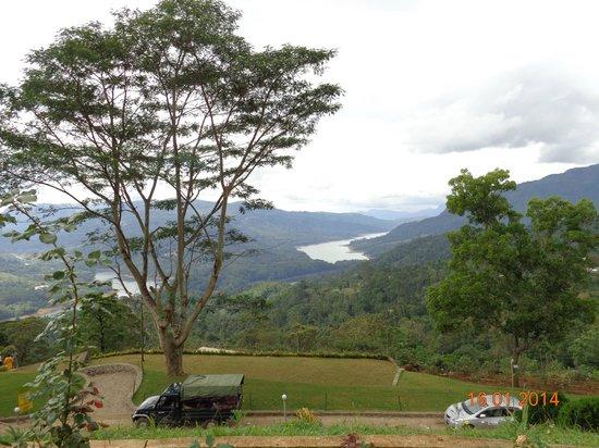 Sri Baktha Hanuman Temple: View of Kotmale Reservoir & Kotmare Valley .