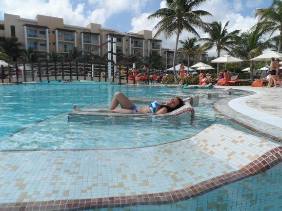 Now Jade Riviera Cancun: En la Piscina