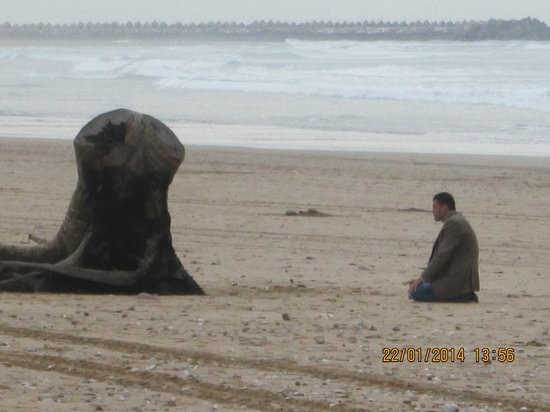 Seafront promenade : Time for a pray