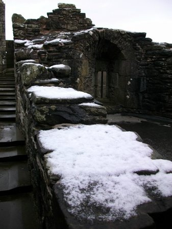 Doune Castle: Snow on the battlements !