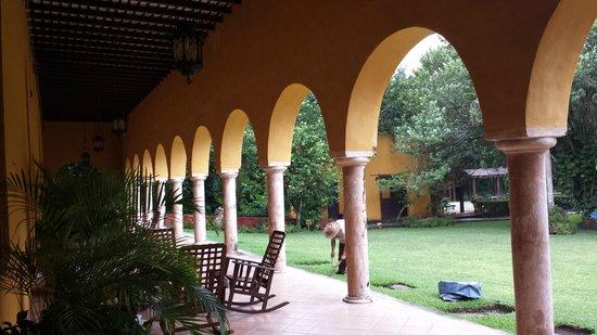 Hacienda Misne : View of garden from the veranda