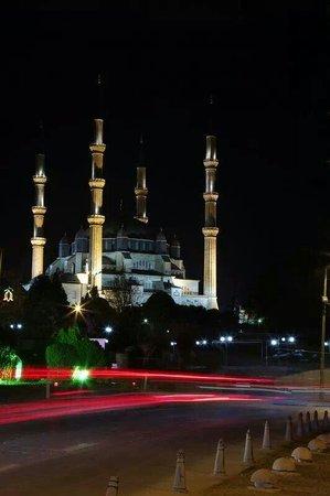 Selimiye Mosque: Eski cami önünden görünüş...