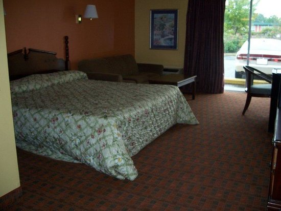 Americas Best Value Inn - Dillon: One King Bed