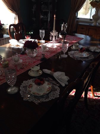 The Lion and The Rose Bed and Breakfast : Breakfast set up