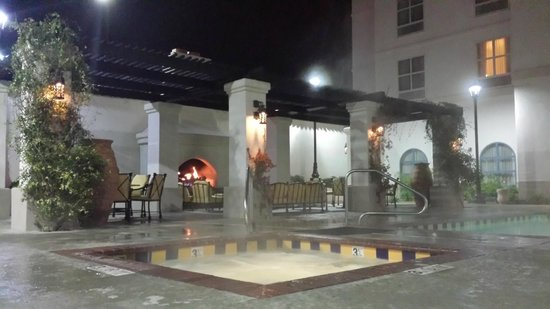 Hilton Garden Inn Las Cruces: Fireplace