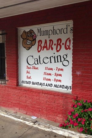 Mumphord's Place BBQ: Mumfords sign