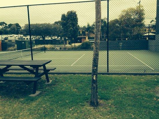 Coast Resort Merimbula: Tennis court
