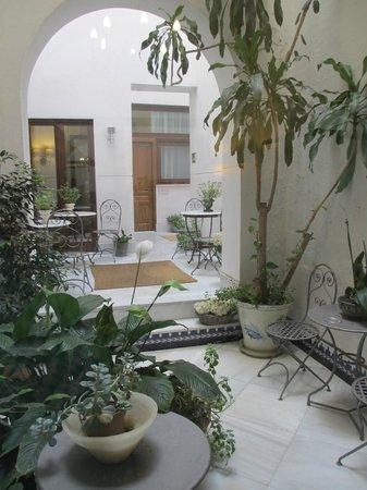 Hotel Amadeus: Interior Courtyard