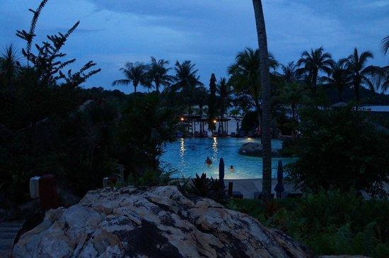 Berjaya Langkawi Resort - Malaysia: Pool at night