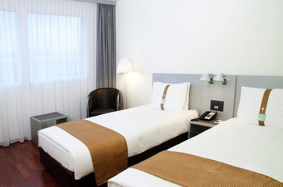 Holiday Inn Zürich Messe: Twin Bed Guest Room with free Internet access