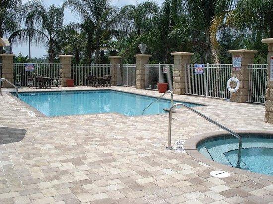 Holiday Inn Daytona Beach LPGA Blvd: Outdoor Swimming Pool