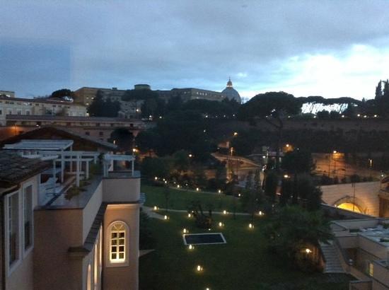 Gran Melia Rome: JARDINES y VISTA de la CUPULA de SAN PEDRO