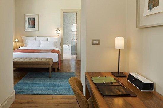 Tomtom Suites: Standard Suite
