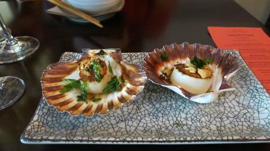 Red Lantern on Riley : chargrilled scallop