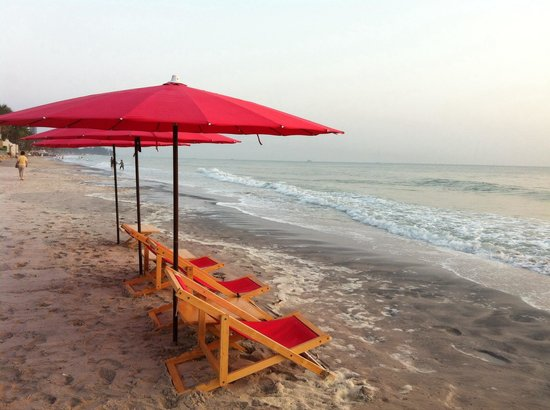 Escape Hua Hin Hotel: beach chairs reserved for Escape hotel guest from 7:00 am - 5:30 pm