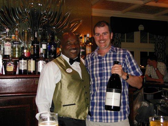 Sandals Royal Bahamian Spa Resort & Offshore Island : Fluffy - bartender at Piano Bar