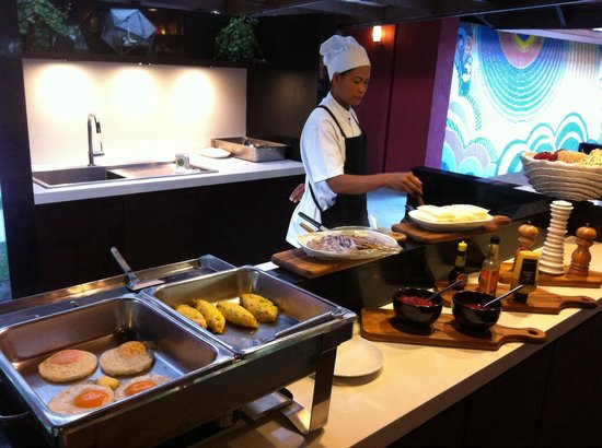 Escape Hua Hin Hotel: breakfast is served from 6am to 2 pm!! yes 2pm in the afternoon!!