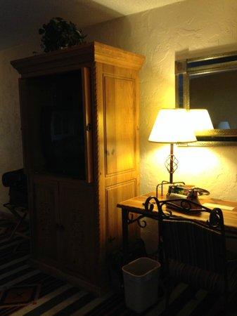 Esplendor Resort at Rio Rico: TV cabinet