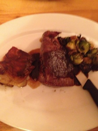 Lovitt Restaurant: Tenderloin steak with caramelized Brussels sprouts and au gratin potatoes. FANTASTIC!!