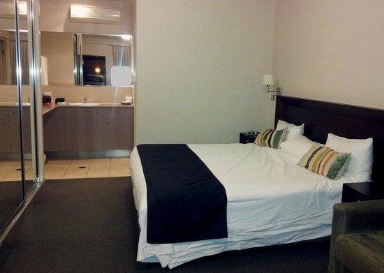 Country Comfort Toowoomba: King suite CC Toowoomba