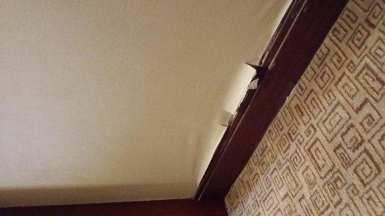 Sheraton Grand Taipei Hotel: 剝落的牆紙
