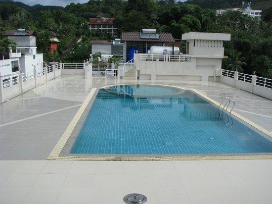The ASHLEE Plaza Patong Hotel & Spa: Бассейн на крыше 3 корпуса
