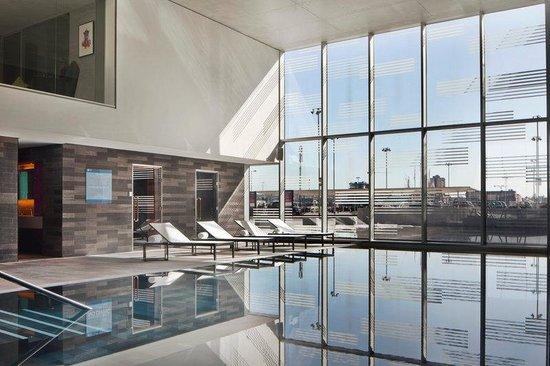 Aloft London Excel: Splash Indoor Pool