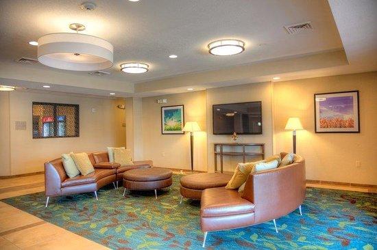 Candlewood Suites Alexandria: Hotel Lobby
