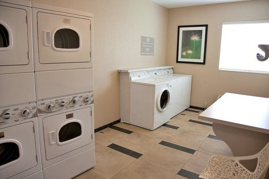 Candlewood Suites Alexandria: Laundry Facility