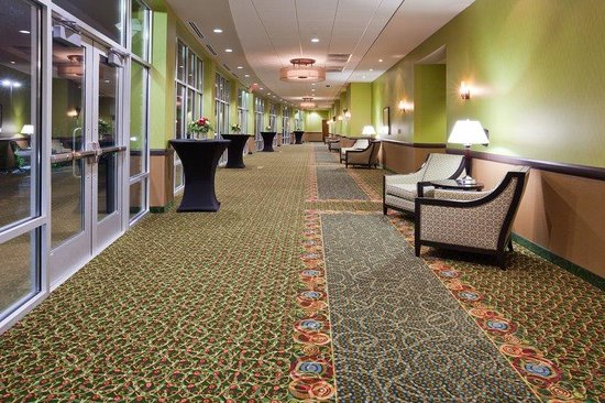 Holiday Inn Eau Claire South I-94 : Pre Function Space