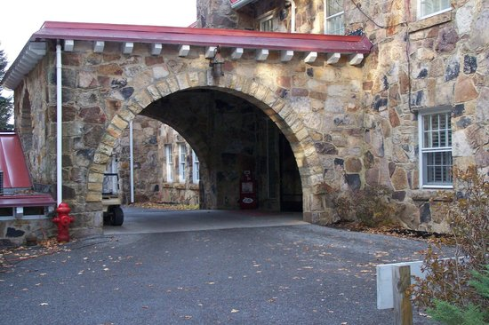 Mountain Lake Lodge : underpass where patrick drove his car through in the movie