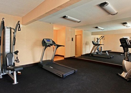 Quality Inn & Suites Phoenix: AZFittness Center View