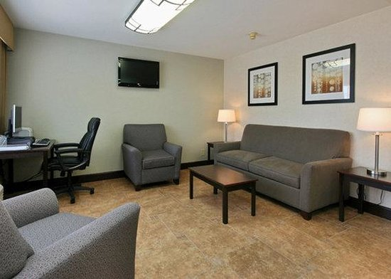 Quality Inn & Suites Phoenix : AZBusiness Center View