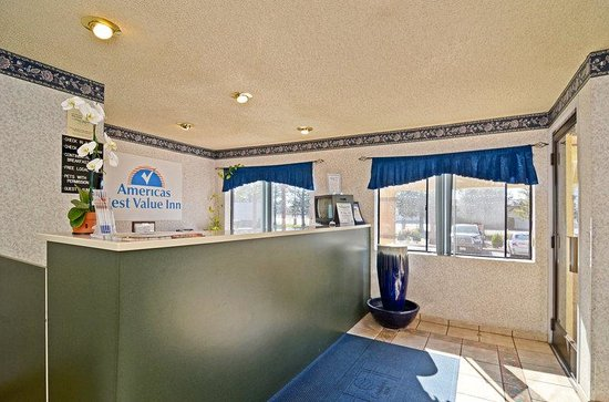 Americas Best Value Inn Stockton East/Hwy 99: Front Desk