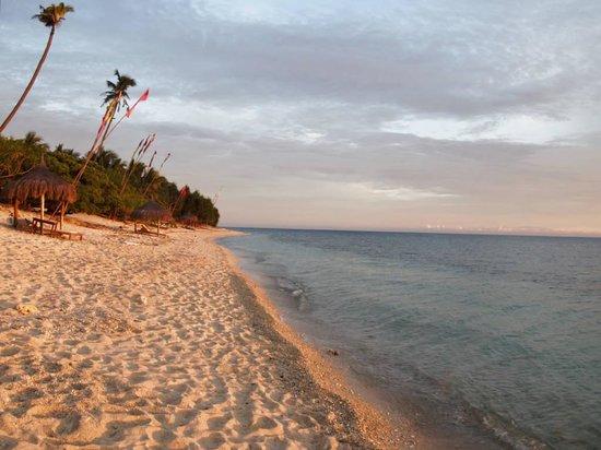 Coco Grove Beach Resort : Sunset on the beach