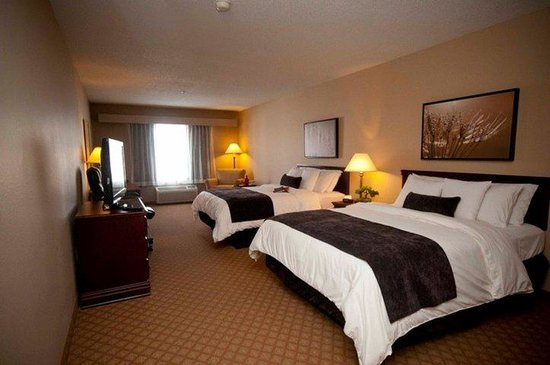 Town & Country Inn and Suites Quincy: Classic Two Queen