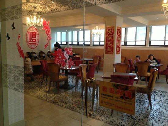 MRT Hotel: レストラン