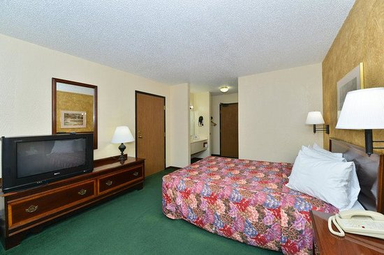 Americas Best Value Inn- Ozark/Springfield: One King Bed